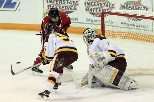 Minnesota Duluth senior goaltender Kayla Black (MHM Photo / Dave Harwig)