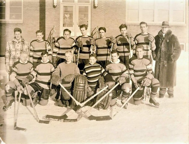 Willard Ikola (center front) as an eighth grader on Eveleth's 1945-46 team. Ikola did not accompany his teammates when they traveled to St.Paul for the state tournament as backup goalies were a luxury at the time. (Photo courtesy of Ikola Archives - VintageMinnesotaHockey.com)