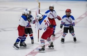 1-DecHockeyMom-001
